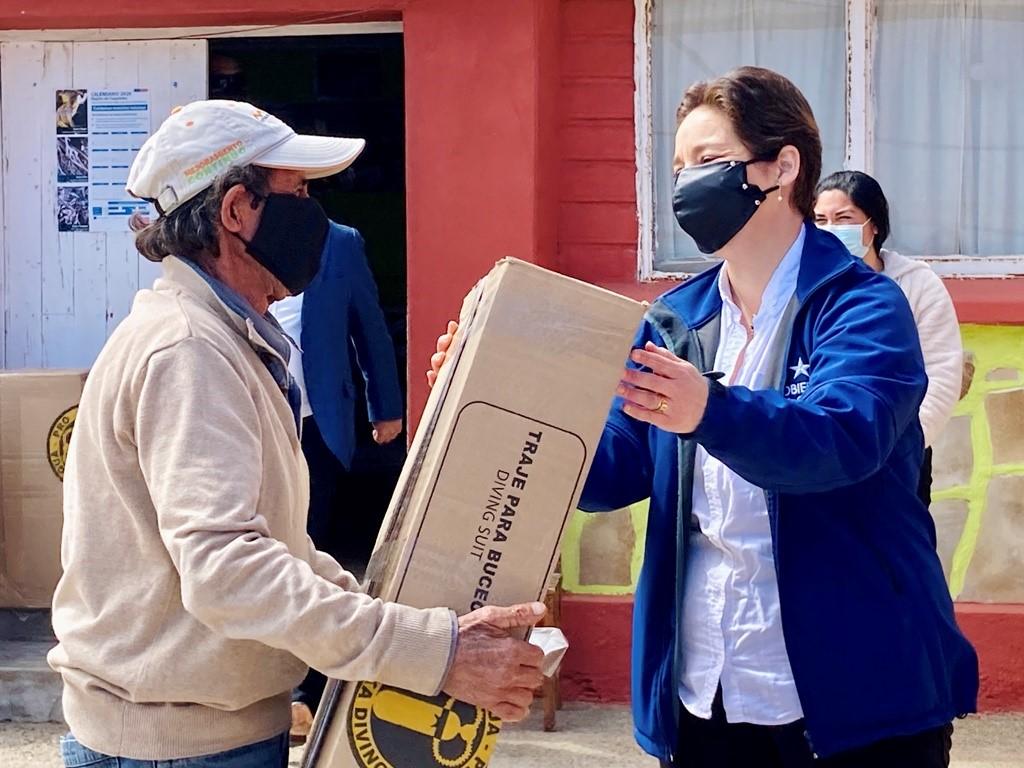 Mariscadores y orilleros de la comuna de Ovalle reciben implementos para trabajar más seguros